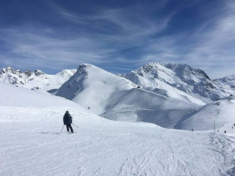 Si vous souhaitez passer des vacances de ski reposantes en France, réservez un chalet de ski de luxe qui propose un service de restauration et de nettoyage. Vous n'aurez ainsi plus à vous soucier de rien.